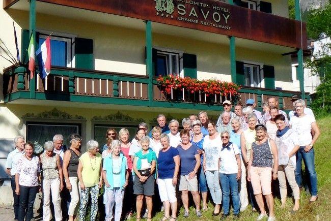 Die Seniorenbund Wandergruppe beim Gruppenfoto in Alta Badia mit Elmar Hilbe und J. Campestrini