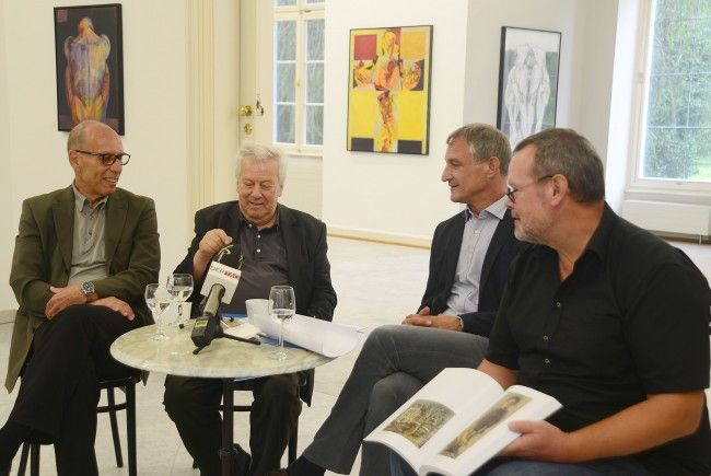 StR Michael Rauth, Erich Smodics, Bgm. Markus Linhart, Ausstellungskurator Thomas Schiretz.