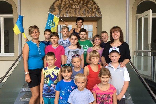 Das Bild zeigt die Kinder mit Betreuung im letzten Jahr im Salvatorkolleg in Hörbranz, in dem sie drei Wochen Unterkunft hatten.