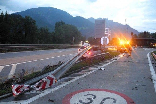 Beifahrerin wurde unbestimmten Grades verletzt