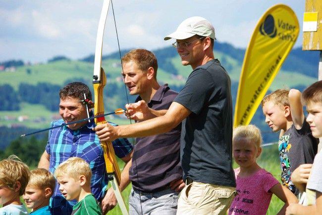 """Unter dem Motto """"Zielen & Treffen"""" (mit Dätta) veranstaltete der Familienverband eine tolle Vater-Kind-Veranstaltung."""