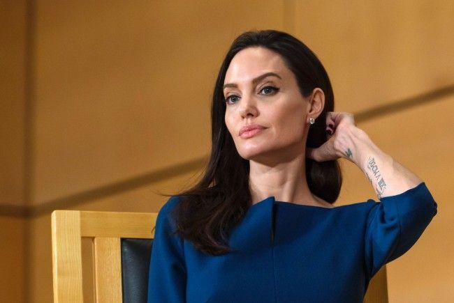 Jolie weist Vorwürfe zurück.