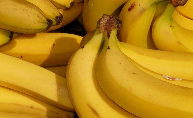 Die meisten Menschen essen Bananen falsch.