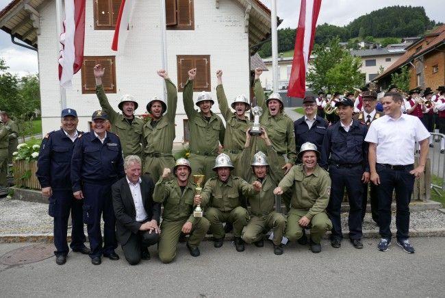 Der Bezirkssieger der Bezirke Feldkirch und Dornbirn der Nassbewerbe heißt Satteins1. An die Sieger konnte die begehrte Goldene Pumpe überreicht werden.