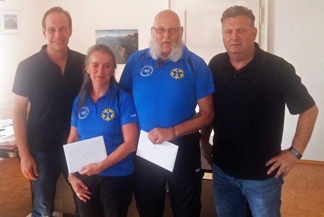v. l. Bürgermeister Dieter Egger, Ingeborg und Johnny Matt, Sportstadtrat Friedl Dold