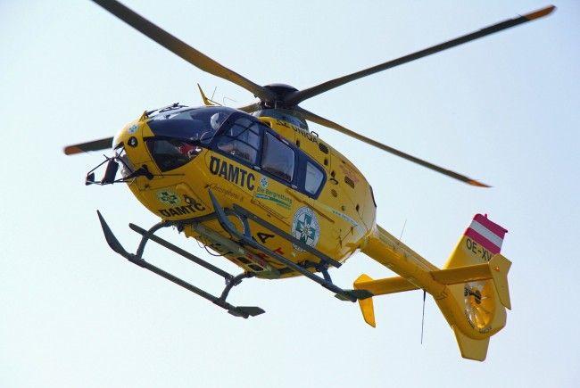 Verletzter mit C8 ins Spital gebracht.