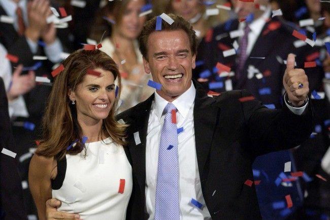 Schwarzenegger mit Maria Shriver, bei dem Sieg 2003.