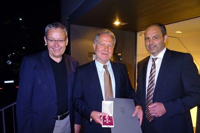 LSth. Rüdisser überreichte Großes Verdienstzeichen des Landes an Kurt Giselbrecht.