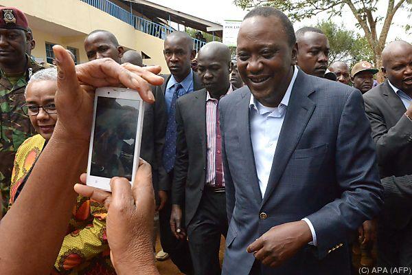 Uhuru Kenyatta dürft Präsident bleiben