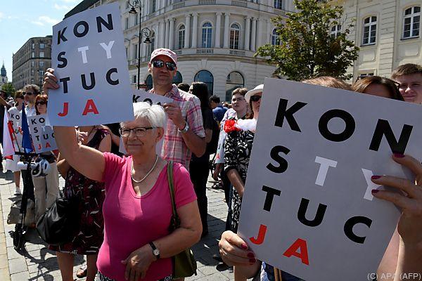 Tausende demonstrierten gegen die Reform