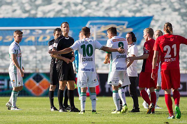 Referee Schörgenhofer unterbrach die Partie für fünf Minuten