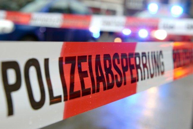 Nach einem Brand in Wolfurt bittet die Polizei um Hinweise.