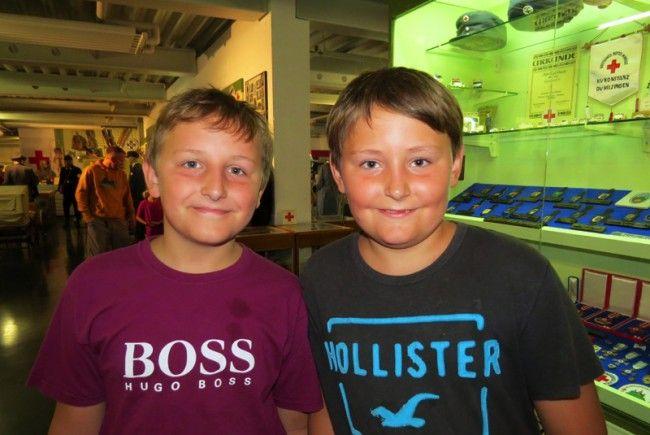 Lukas und Jonas gefielen die vielen Rettungsmodellfahrzeuge in der Museumswelt besonders gut.