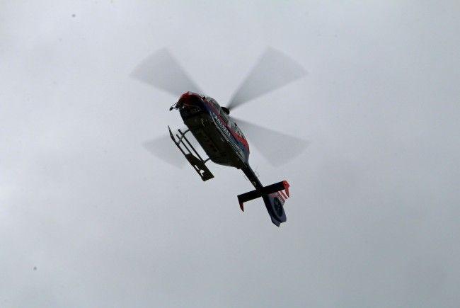 """Die acht Personen mussten von zwei Hubschraubern (im Bild die """"Libelle"""") geborgen werden."""