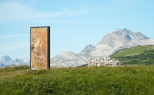 Eine temporäre Kunst-Installation am Grünen Ring in Lech Zürs am Arlberg.