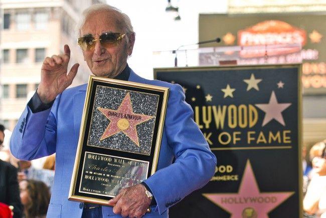 """Charles Aznavour bekam nun auch einen Stern auf dem """"Walk of Fame"""""""