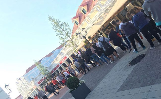 Einkaufswütige drängten sich beim Late Night Shopping im Designer Outlet Parndorf