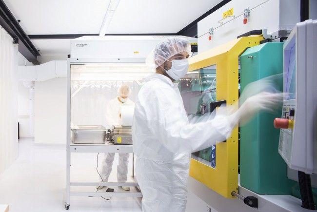 Spritzguss-Produktion im Reinraum bei 1zu1 Prototypen