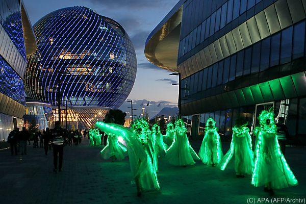 """Expo-Wahrzeichen: 80 Meter hohe Glaskugel """"Sphäre"""""""