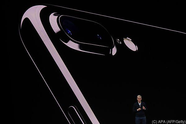 Nun ist auch die Rückseite des Telefons vollständig aus Glas