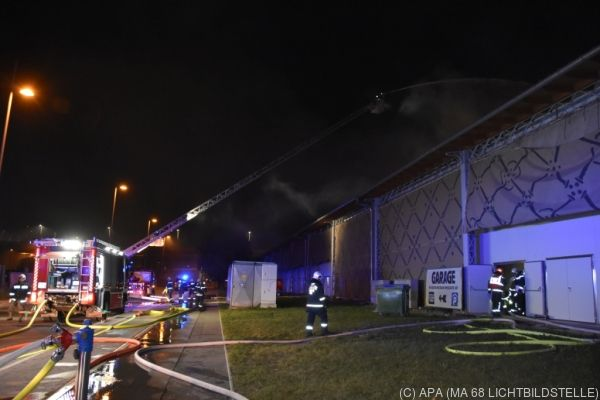 Die Feuerwehr löschte den Brand in der Nacht auf Sonntag