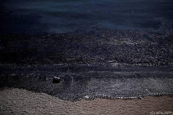 """Ölteppich entstand nach Untergang der """"Agia Zoni II"""" vor Salamis"""