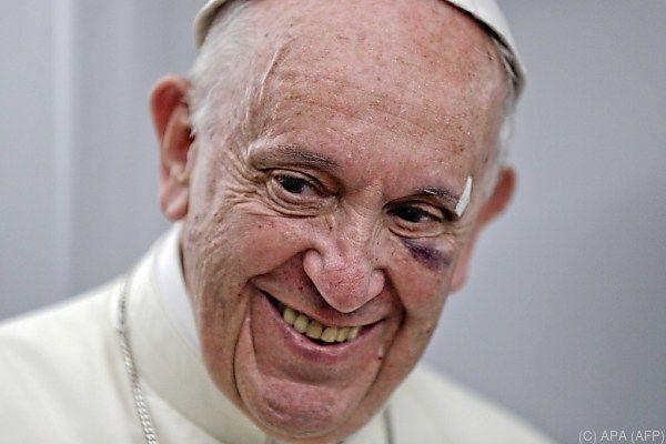 Bei Tintenfisch, Hendl und Gemüsefondue wird selbst der Papst schwach