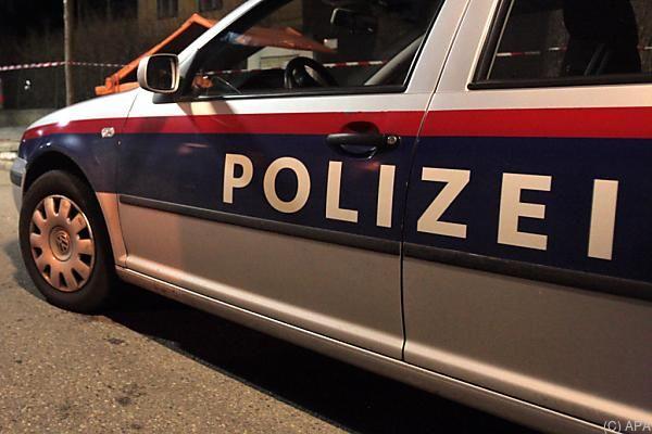 Die Frau starb laut Polizei noch am Unfallort