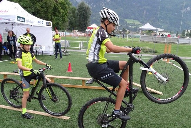 Auch junge Mountainbiker des MTB Tems Hohenems zeigten beim Familiensporttag ihr Können.