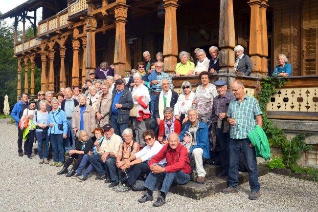 Schwarzacher Senuirinnen und Senioren mit der Villa Maud