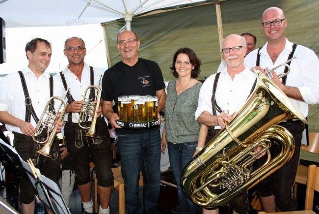 """Beim Lochauer """"Bierblosn-Dämmerschoppen"""" auf der Alten Fähre sind gute Unterhaltung und beste Stimmung garantiert."""