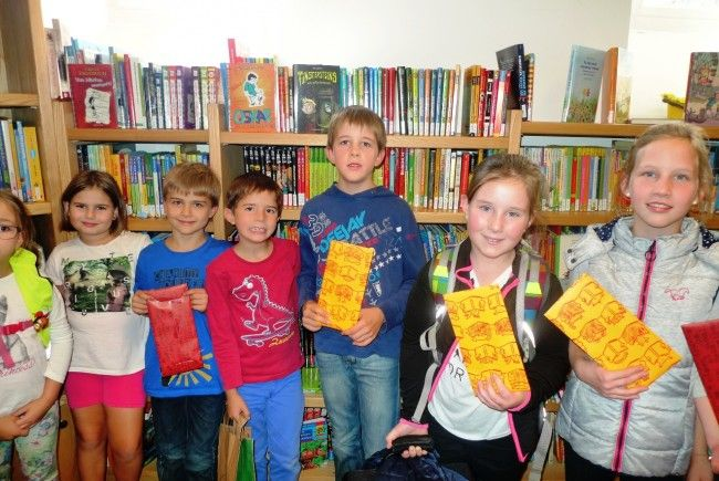 Die Gewinner der Sommerleseaktion freuten sich über ihren Büchergutschein!