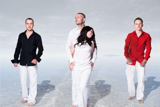 The Wave Quartet wurde 2008 von Bogdan Bacanu gegründet. Vier Künstler am Marimaphon - Bogdan Bacanu, Christoph Sietzen, Vladi Petrov und Emiko Uchiyama - begeistern das Konzert Publikum weltweit