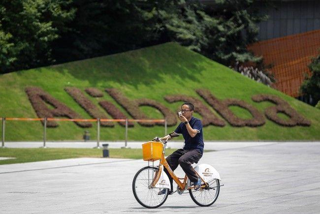 Alibaba baut Logistik aus und kauft zu
