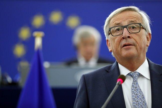 Kommissionspräsident Jean-Claude Jucker fordert der Beitritt aller EU-Mitgliedsstaaten in die gemeinsame Währung.