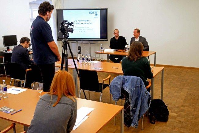 Bürgermeister Dieter Egger und der Leiter der Kommunikationsabteilung Johannes Neumayer bei der Pressekonferenz zur Vorstellung der neuen Marke am Mittwochvormittag, dem 20. September.