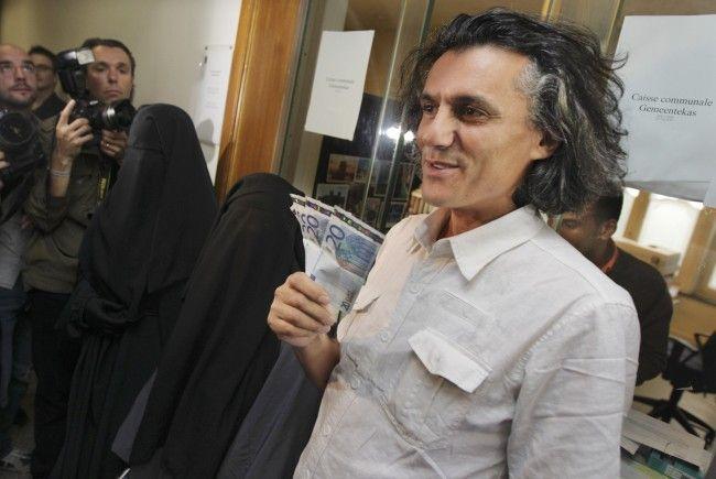 Bereits in den vergangenen Jahren hat der Millionär Burka-Strafen übernommen.
