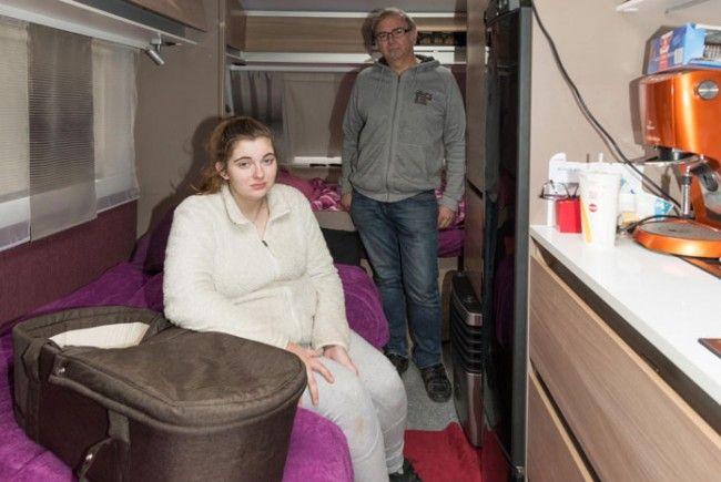 Jennifer und ihr Vater wurden aus ihrem Haus weggewiesen.