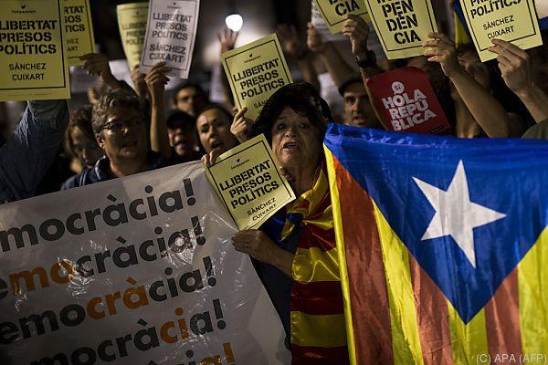 Katalonien: Haftbefehl gegen zwei Anführer der Separatisten