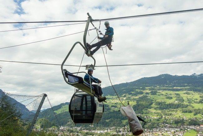 Drahtseilakt im Montafon - Bergretter üben an Trainingsanlage für den Ernstfall eines Seilbahnstillstandes.