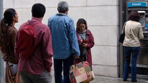 Katalonien: Separatisten heben Guthaben spanischer Banken ab
