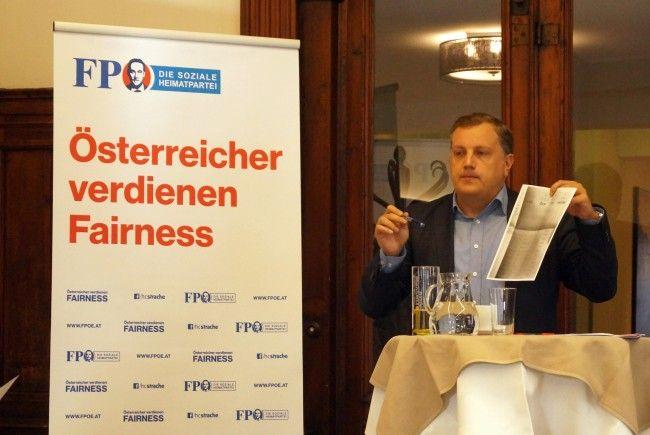 Bundesrat Christoph Längle erklärte den Senioren den genauen Wahlvorgang