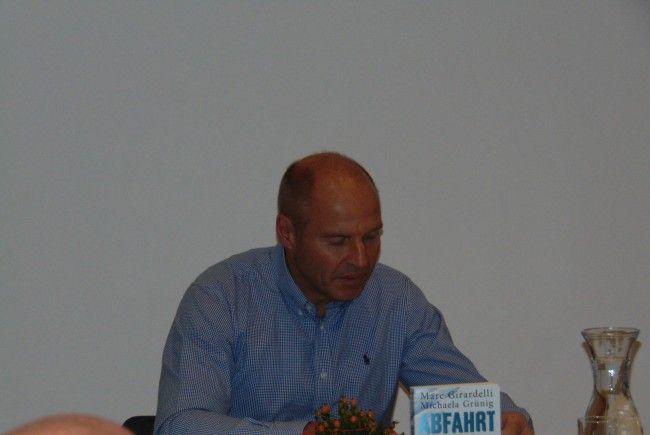 Marc Girardelli liest aus seinem Buch Abfahrt in den Tod