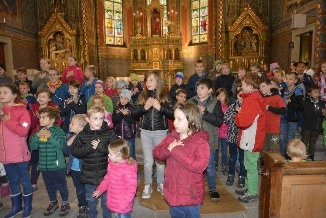 Die Kinder gestalteten den Erntedank am Sonntag in St. Leopold mit.