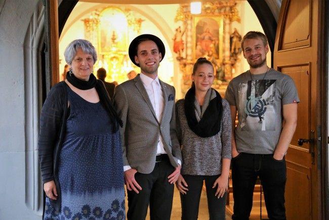 Wortgewandt und kreativ: Gerlinde File, Joe Hafner (Veranstalter), Ines Strohmaier und Mario Amann (v. l.) beim St. Poetry in der St.-Peter-Kirche.