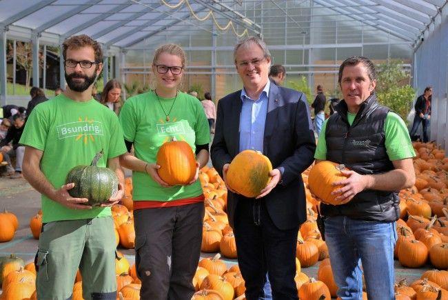 Gunnar Domig, Christina Zeitfogel, Landtagspräsident Harald Sonderegger und Sunnahof-Geschäftsführer Thomas Lampert.