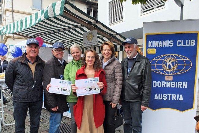 """Der KC Dornbirn spendete getreu seinem Motto """"Wir bauen Kindern eine Brücke in die Zukunft!"""" für die Kinderschutzgruppe und die Kinderkrebsstation  am Krankenhaus Dornbirn."""