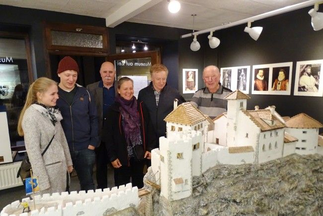 """Das 3,5 Meter lange Modell der Burg Alt-Ems im """"Museum auf Zeit"""" stieß auf großes Interesse."""