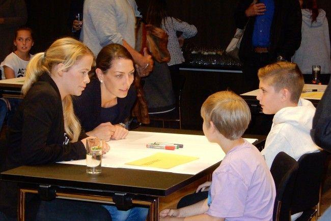 Mit großem Interesse und Engagement beteiligten sich Jung und Alt beim Generationendialog vom Netzwerk Welt der Kinder.