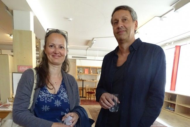 Daniela Peter mit Vernissageredner Dr. Johannes Inama.